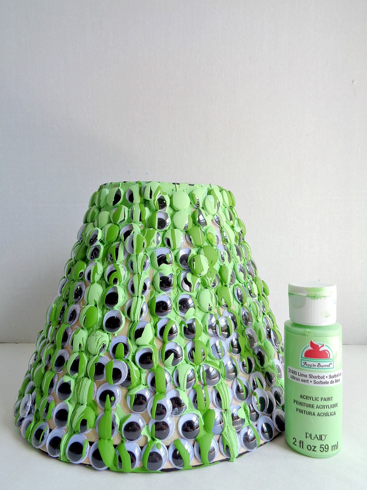 spooky-googly-eye-lampshade-project