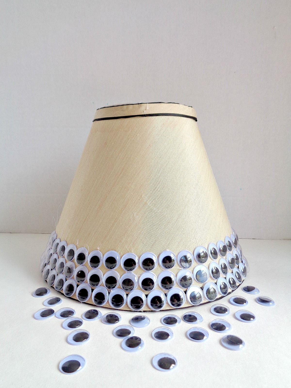 spooky-googly-eye-lampshade-step