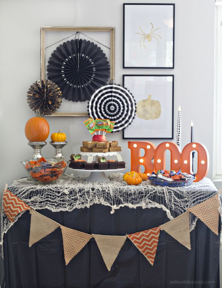 spooky halloween table decor - Halloween Table Decoration
