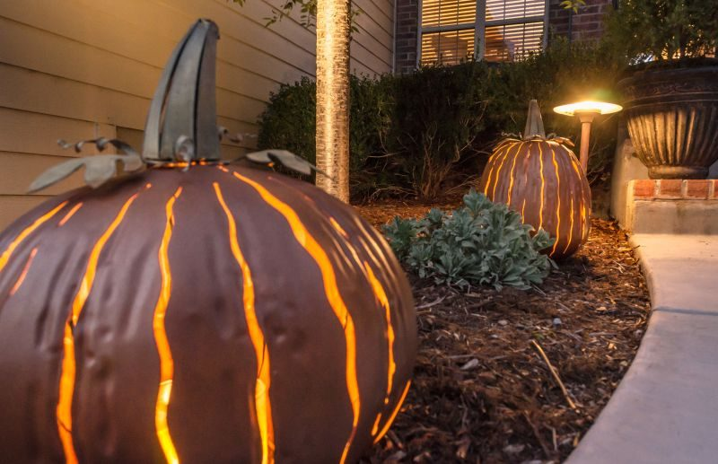 This Year's Creepy And Cute Halloween Crafts Light Up The Mood