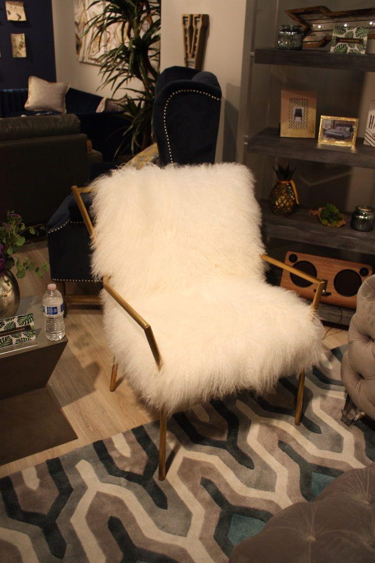 tov-fur-armchair