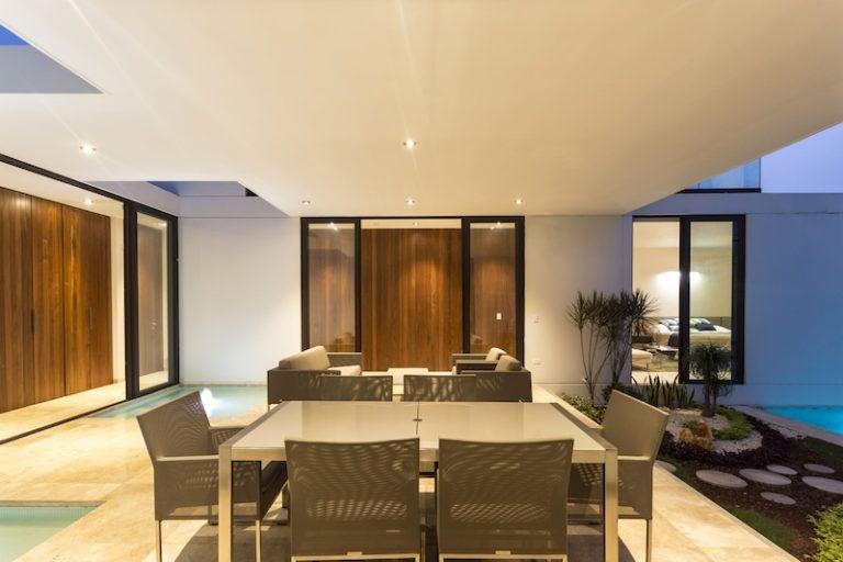 tabasco-house-exterior-dining-area