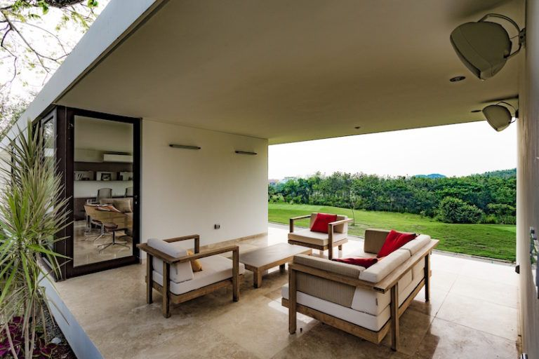 tabasco-house-exterior-lounge-area