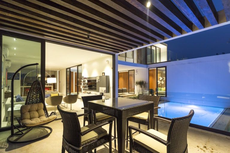tabasco-house-pool-lounge