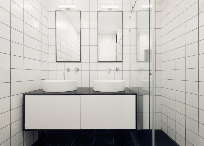 Tel Aviv apartment renovation bathroom black and white tiles