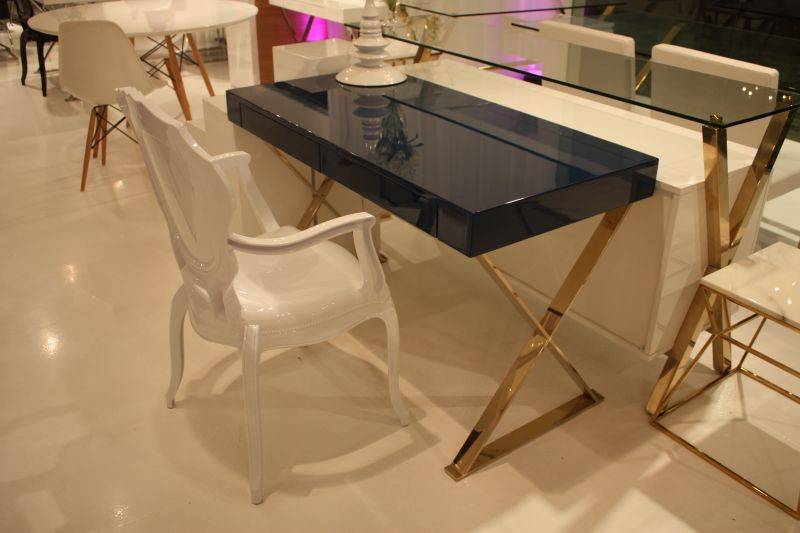 vanity-table-with-gold-base