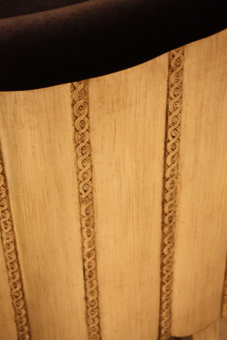 vertical-carved-lines-on-back-chair