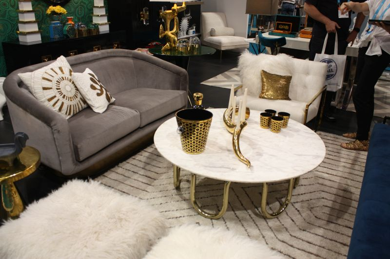 white-round-coffee-table-top-with-gold-base