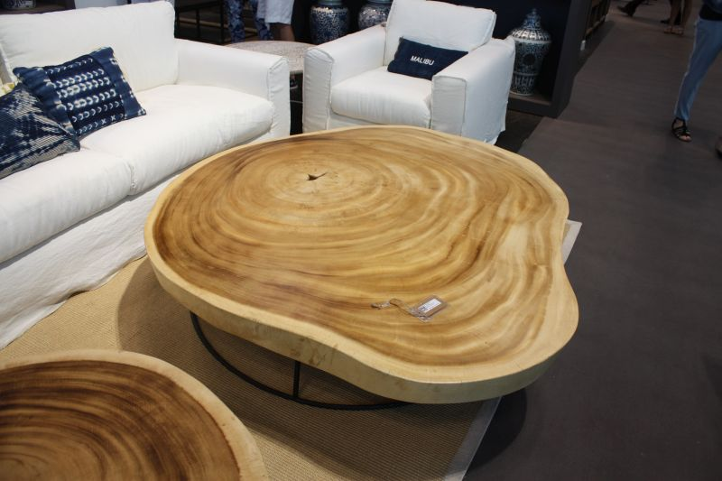 wood-sliced-turned-into-a-top-for-coffee-table