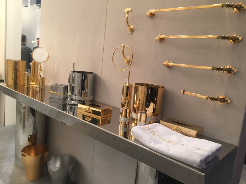 Incroyable Gold And Shine Bathroom Accessories Set