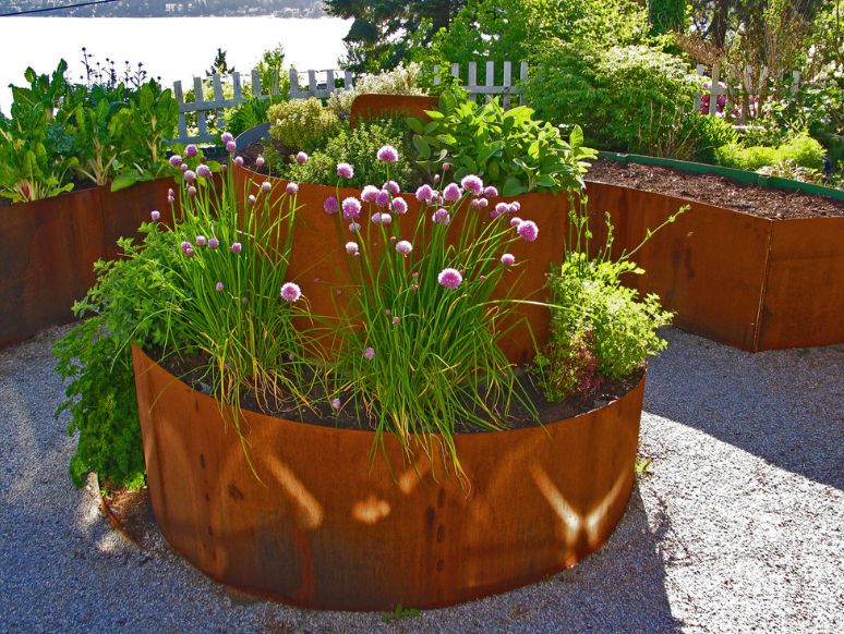 Beautiful spiral corten planter