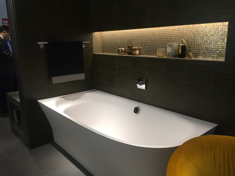 Black wall tiles for bathtub