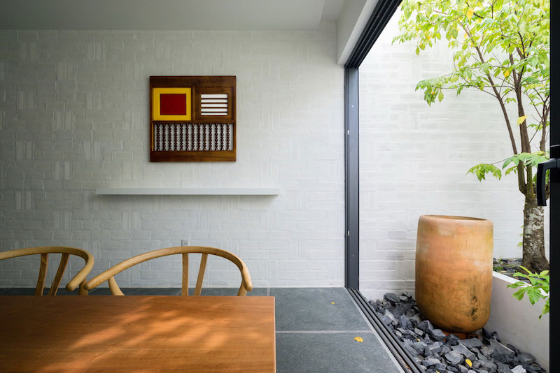 Can Tho House dining room garden