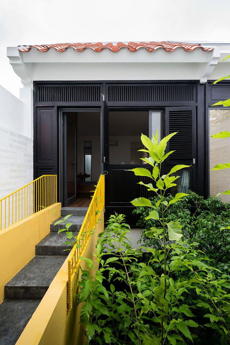 Can Tho House yellow steel bridge
