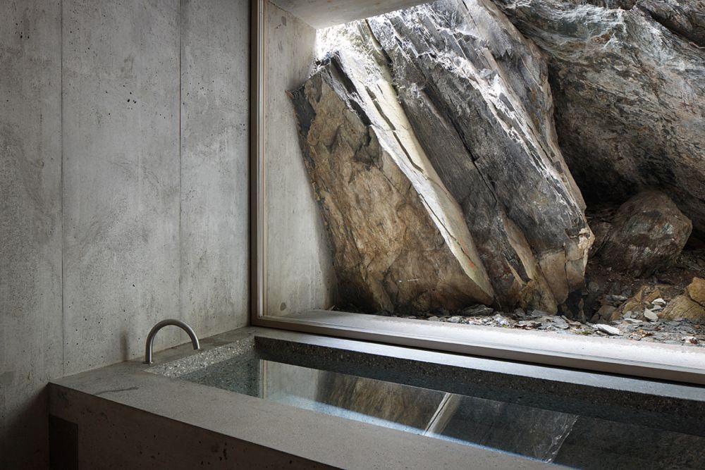 Concrete Refugi Lieptgas bathtub