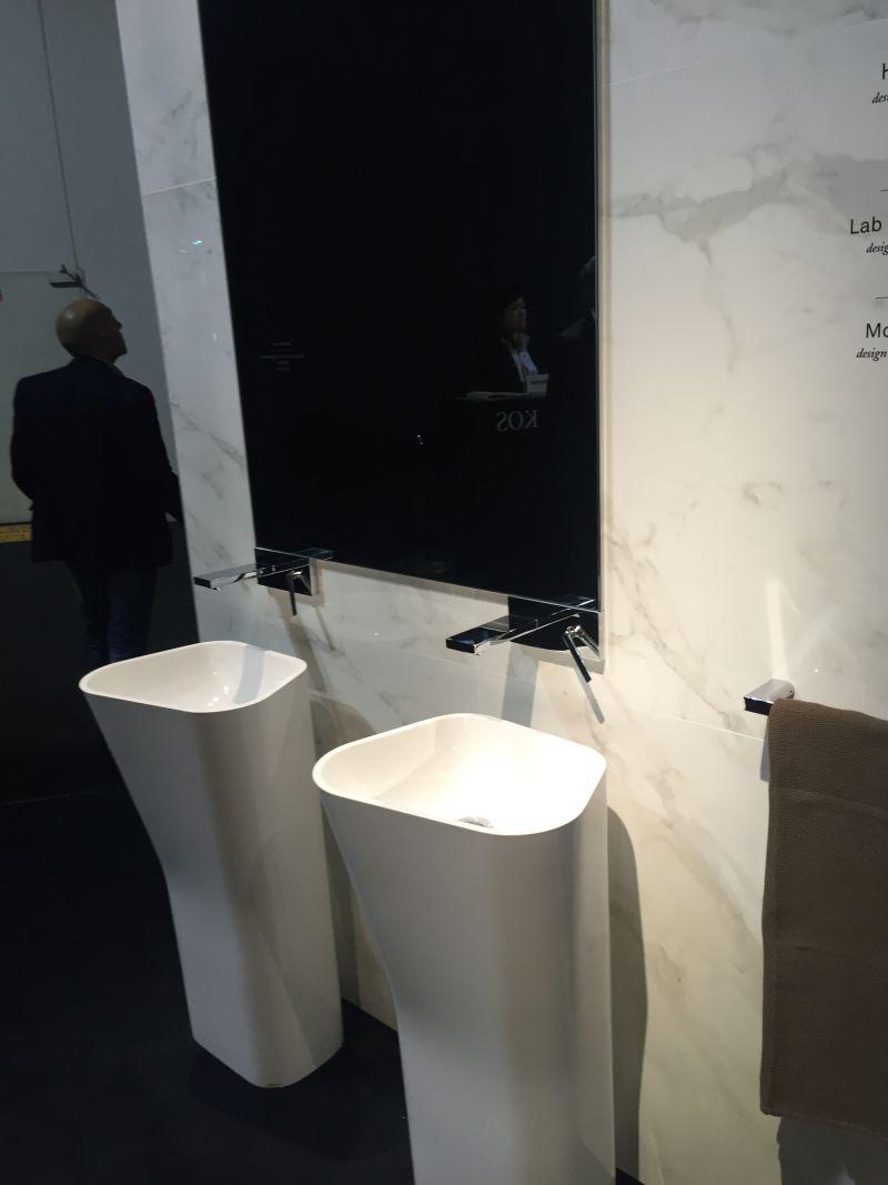 Contemporary freestading washbasin