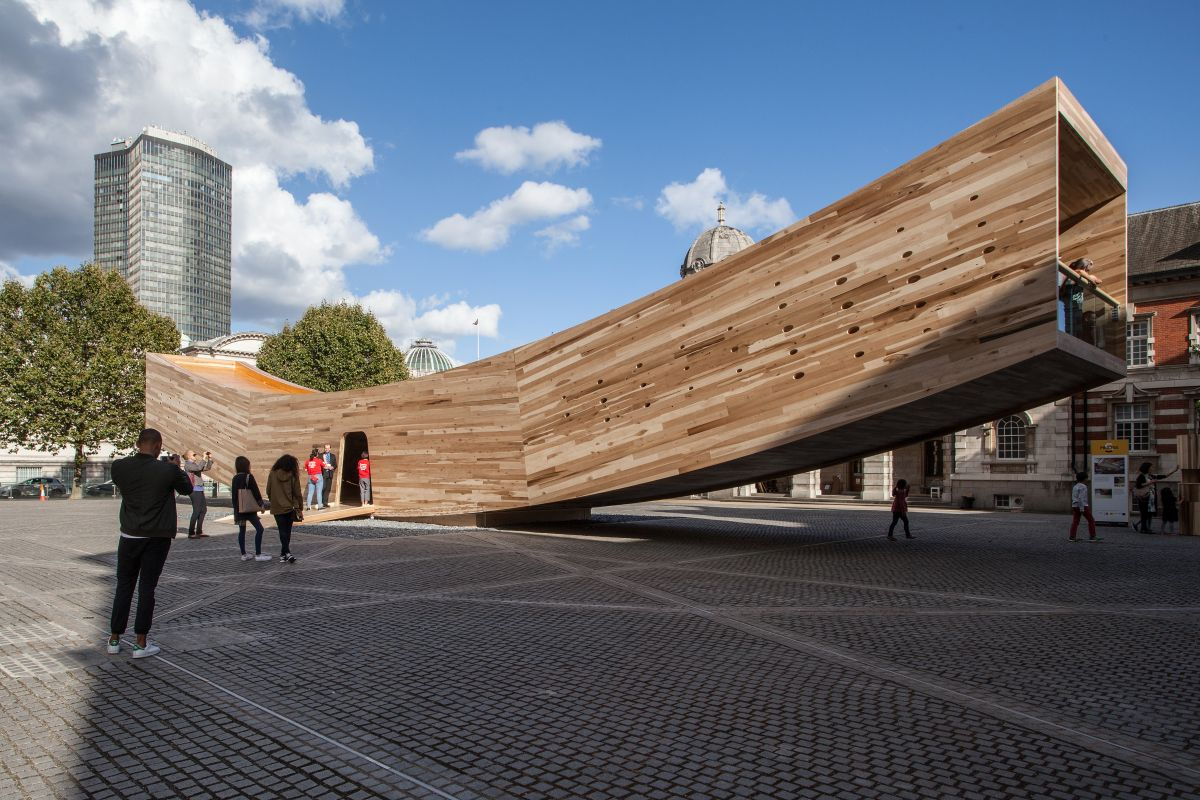 Curved tubular structure in London