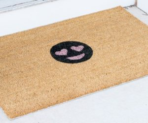 DIY Heart Eye Emoji Doormat
