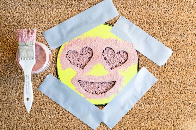 DIY Heart Eye Emoji Doormat Add Color