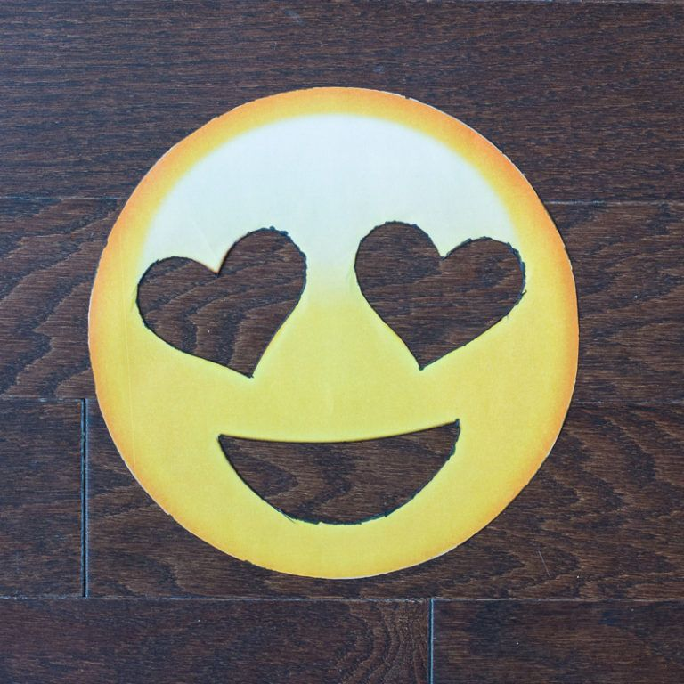 DIY Heart Eye Emoji Doormat Draw design