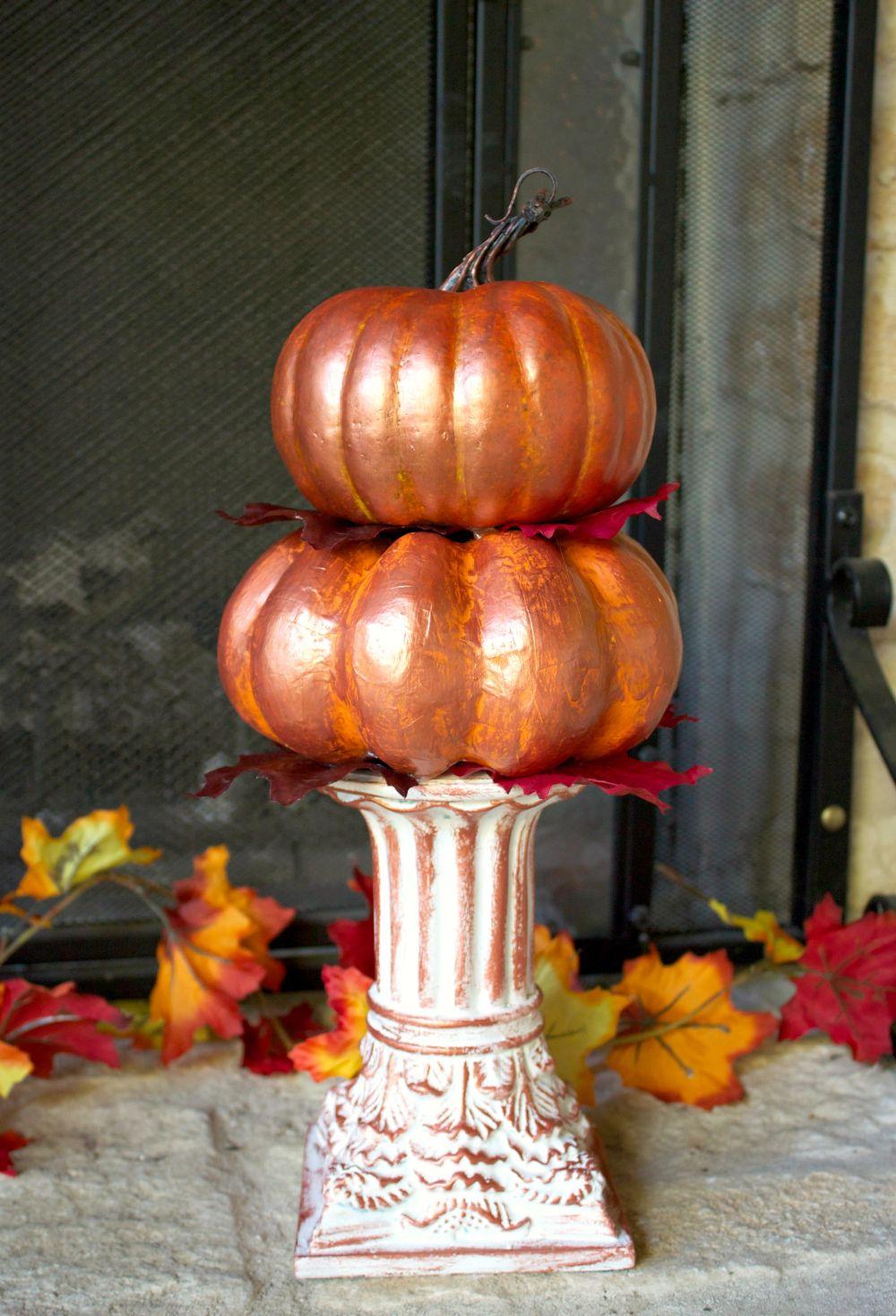 DIY Stacked Metallic Pumpkins Centerpiece for Fall