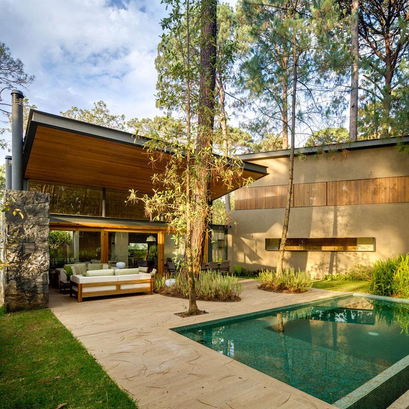 Five Houses condominium with outdoor jacuzzi