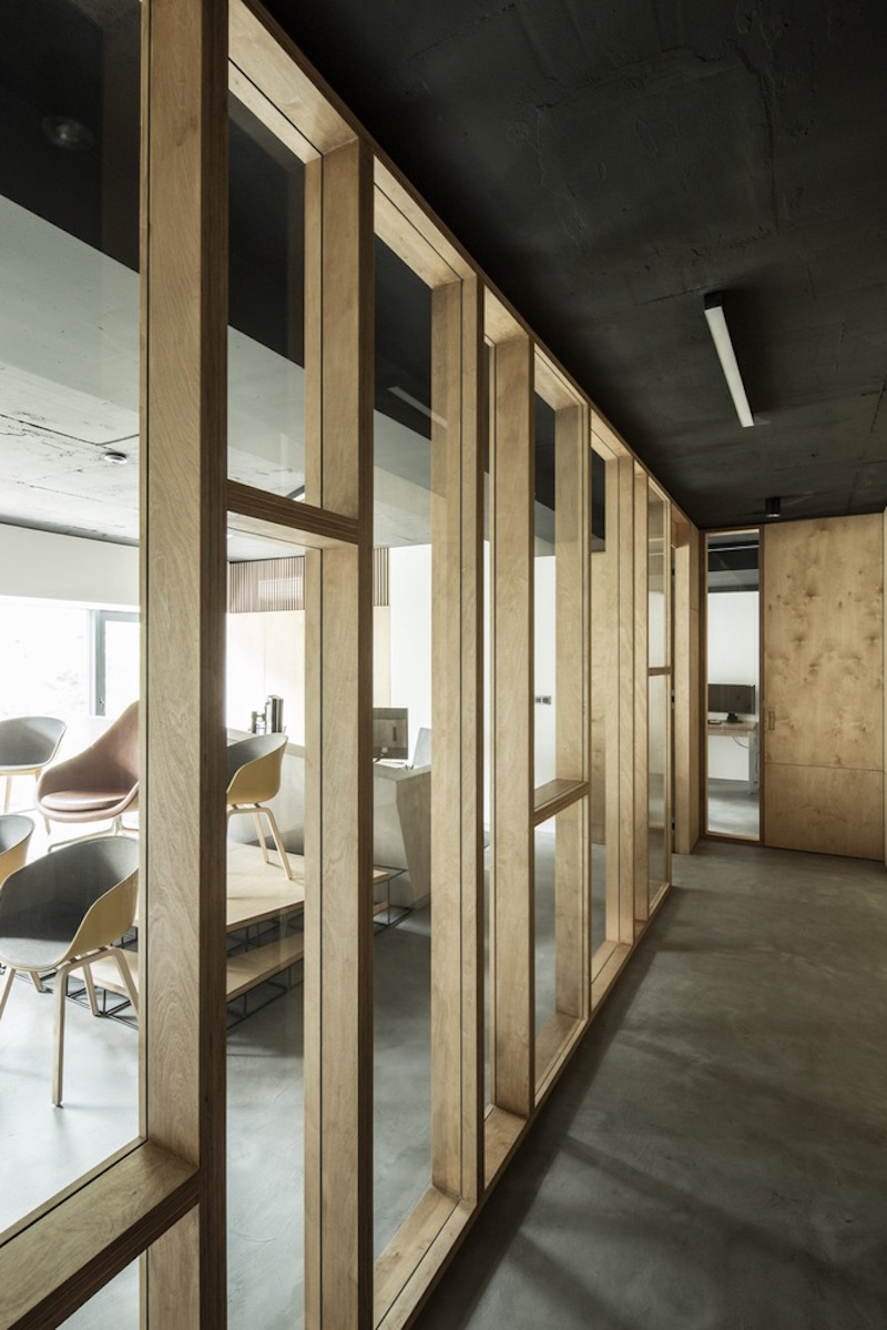 Framing Partition Wall : The new framehouse office makes concrete and metal look