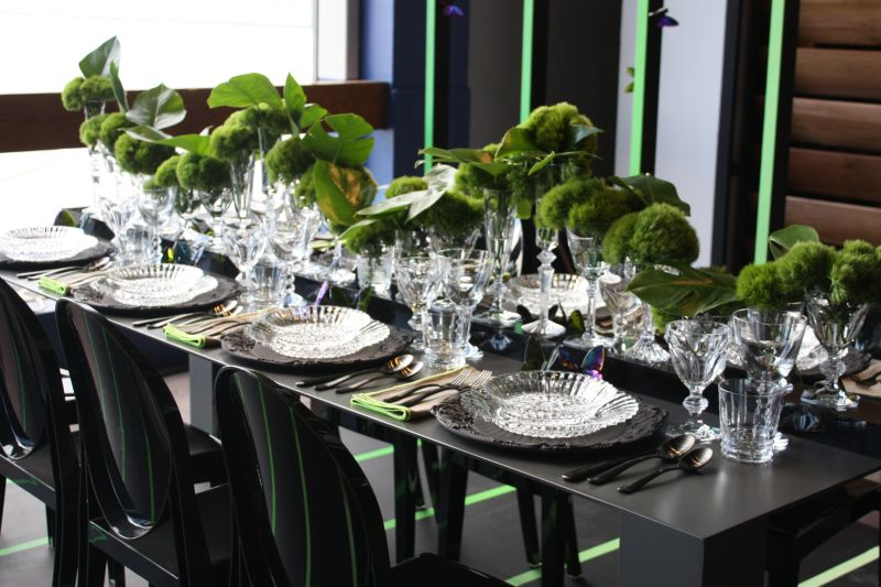 Green accents for party table decor