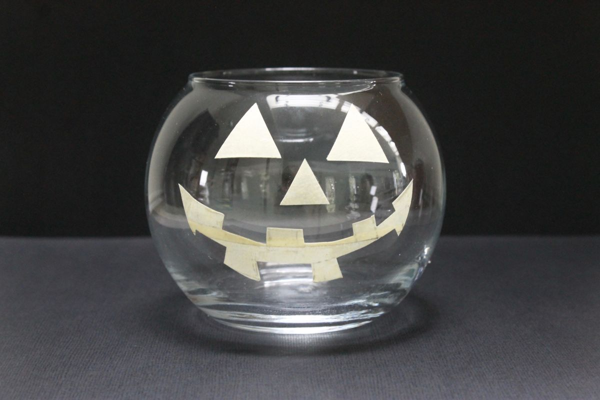 How to make the Jack-O-Lantern candle Step 1
