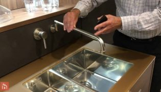 Leicht – Wall Mounted Extendable Kitchen Faucet