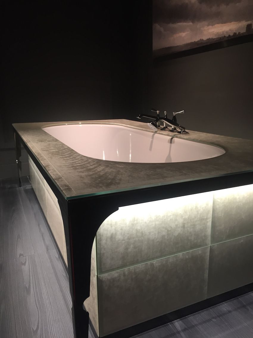 Luxe bathtub in black