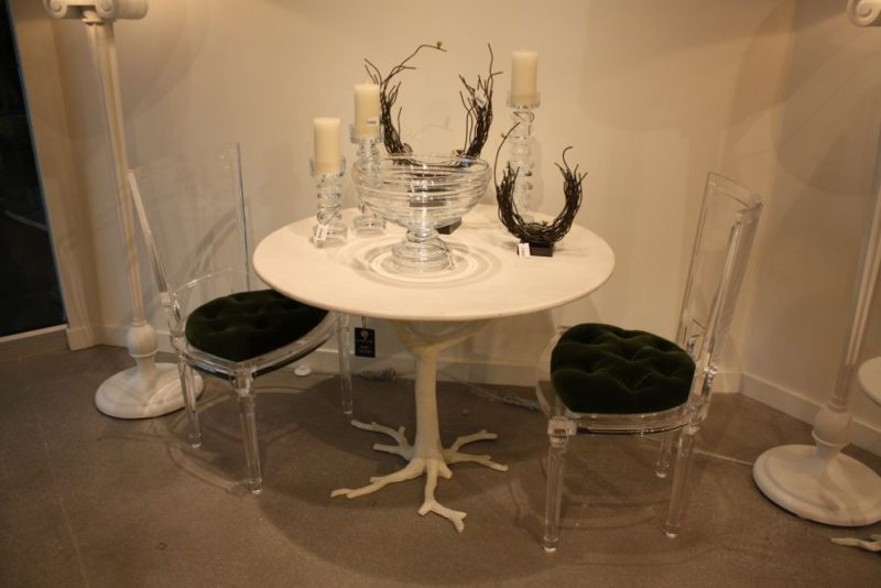 A Few Classy And Chic Ways To Decorate With Acrylic Furniture