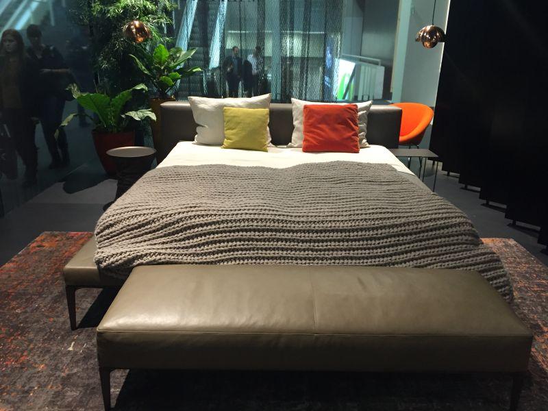 Minimalist bedroom furniture