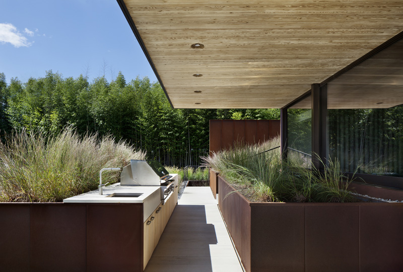 Outdoor kitchen and corten planters