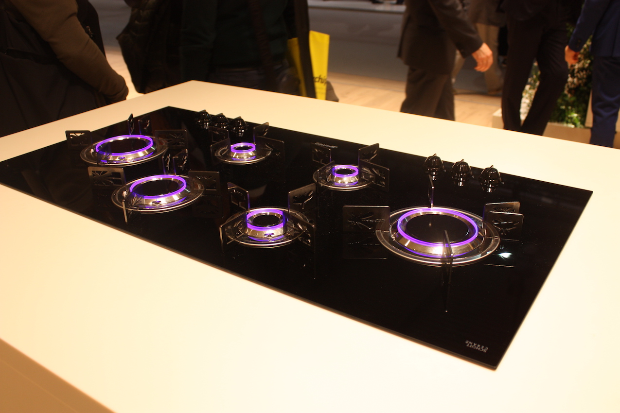 The Smeg gas cooktop has LED lights and customizable burner rings with whimsical shapes.
