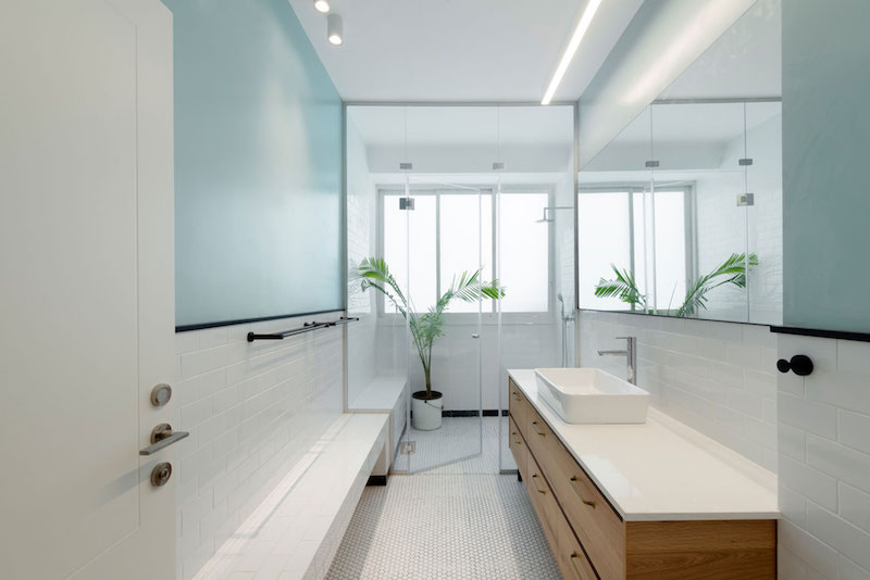 Tel Aviv apartment bathroom interior