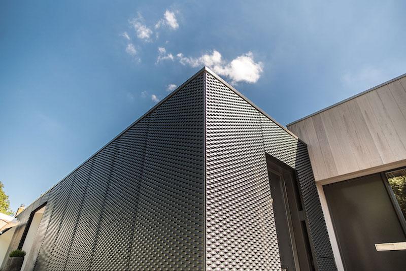 Villa Hindeloopen exterior metal corner