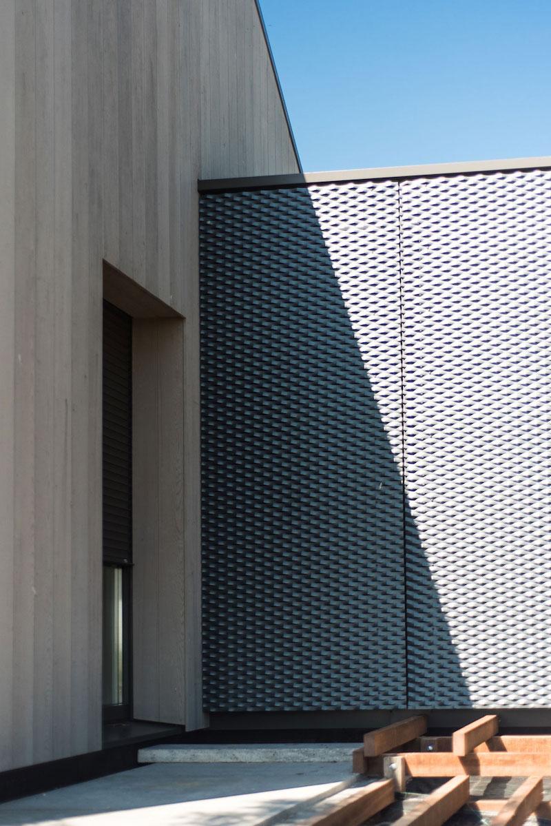 Villa Hindeloopen exterior wall made of metal