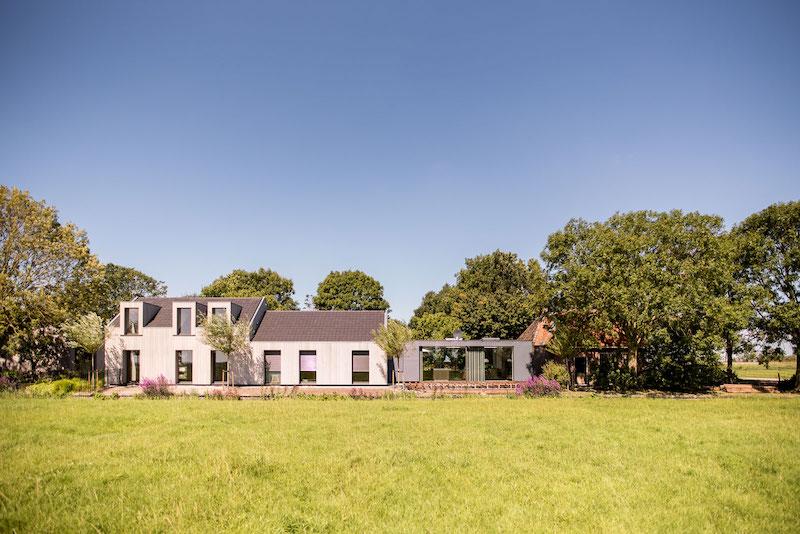 Villa Hindeloopen garden and lawn