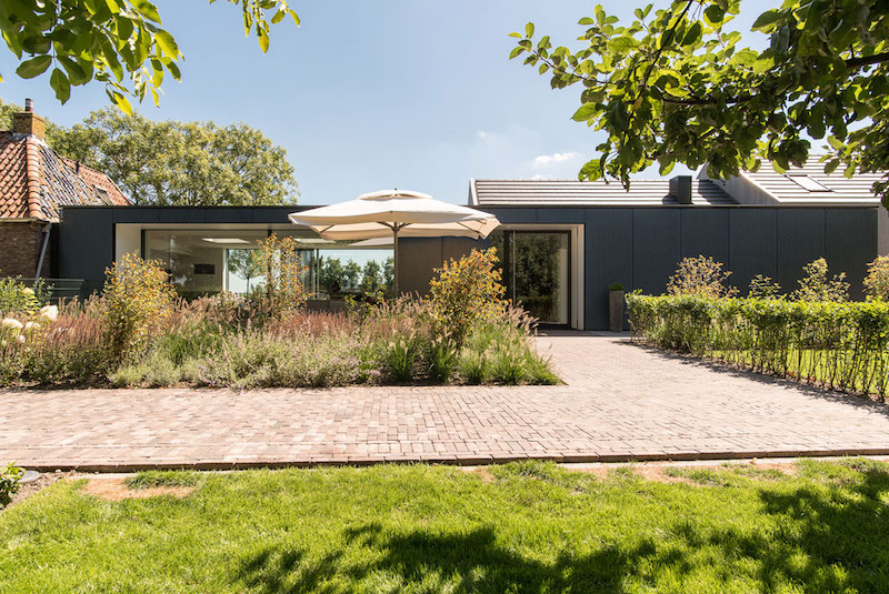 Villa Hindeloopen garden lounge