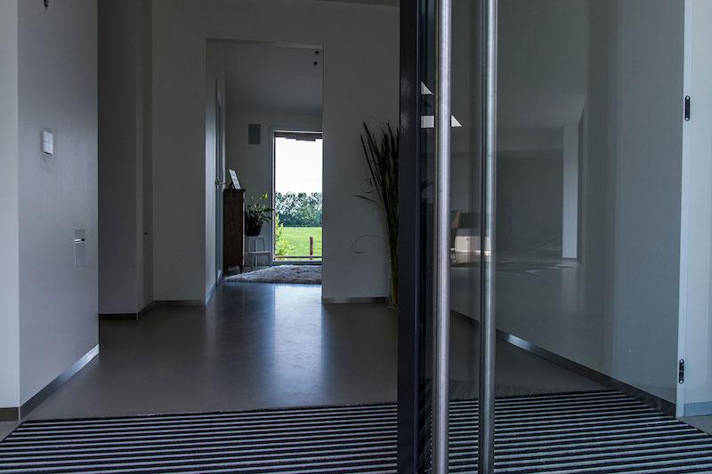 Villa Hindeloopen glass door
