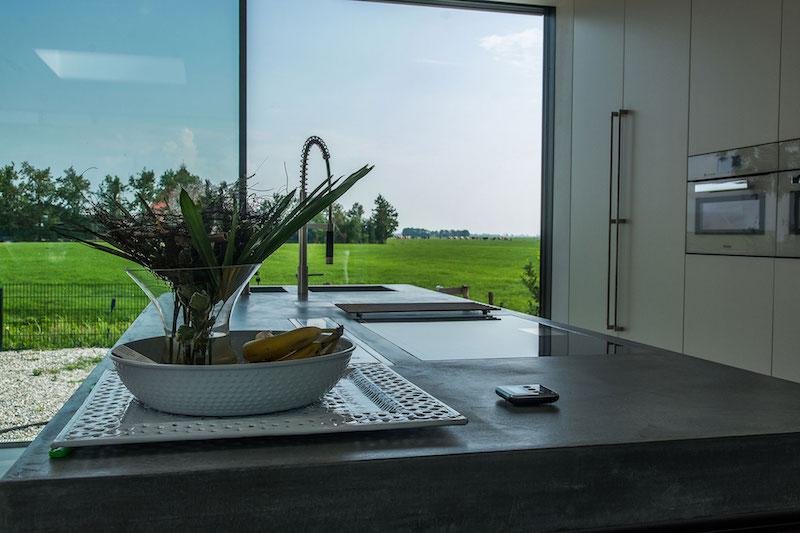 Villa Hindeloopen kitchen view