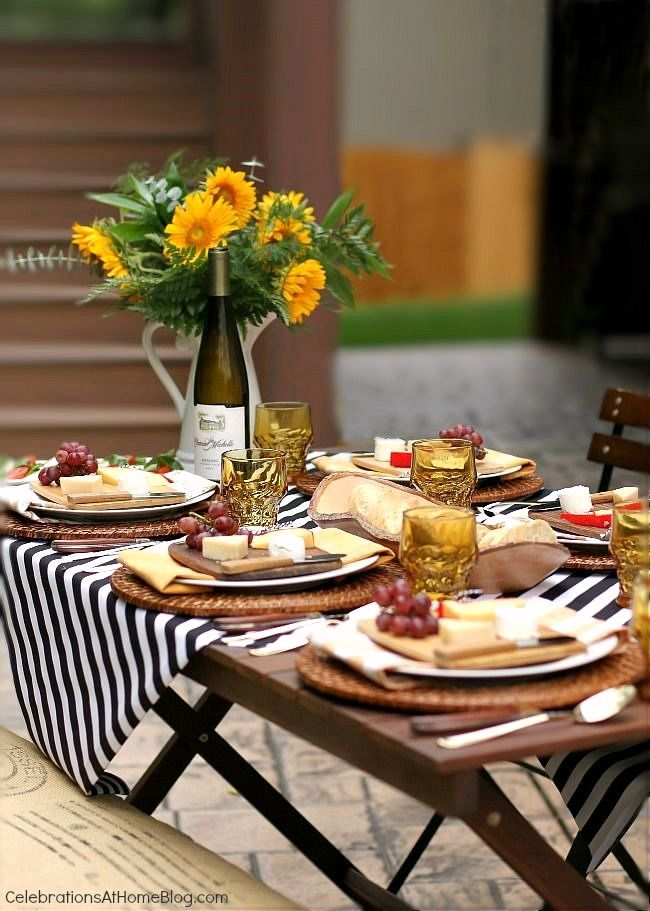An al fresco Thanksgiving celebration