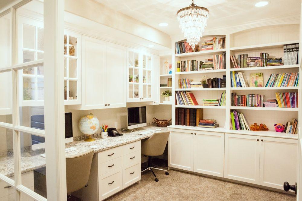 Built-in double desks emphasize