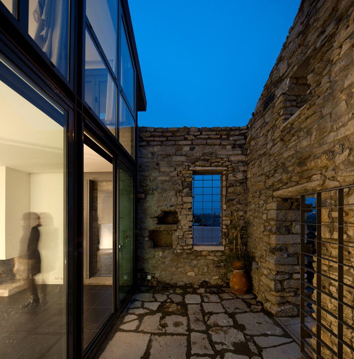 Cabrela House by Orgânica Arquitectura Old and New