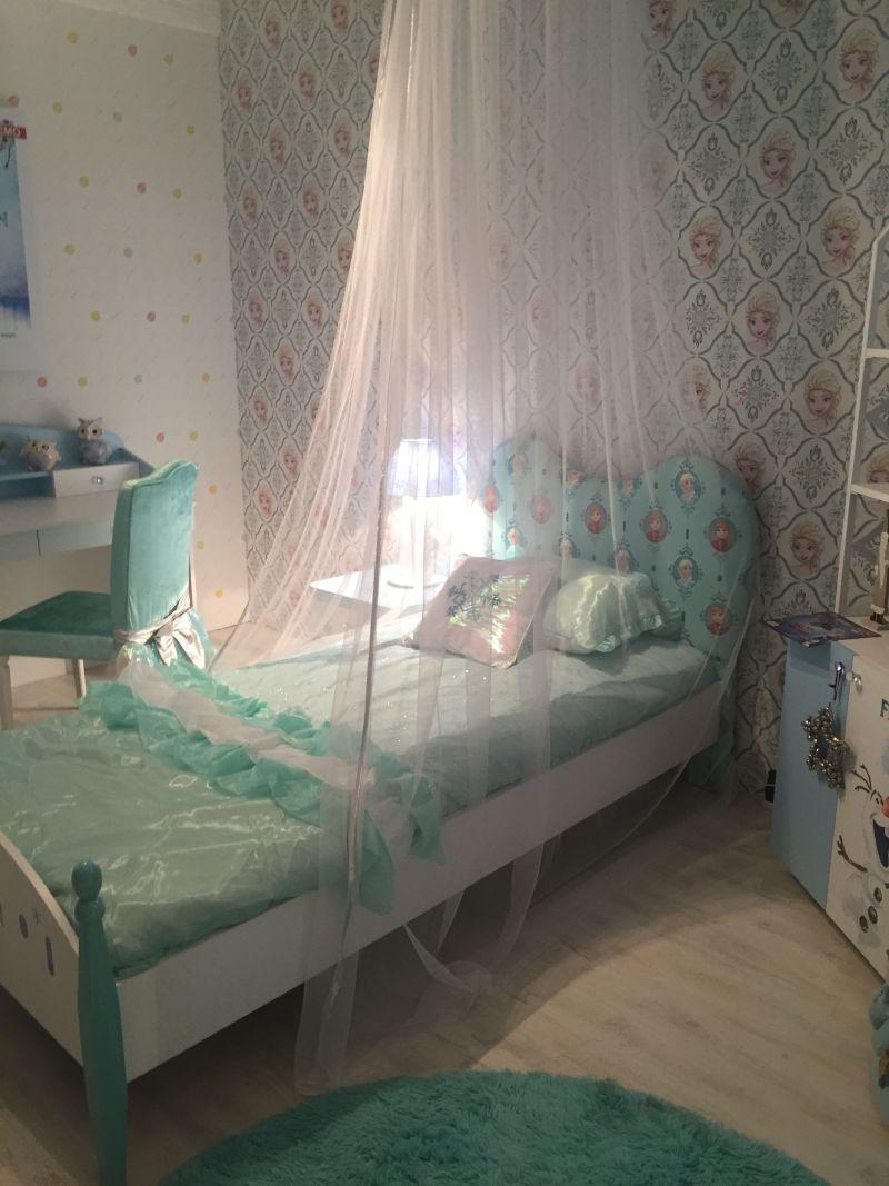 Canopy Queen for little girls