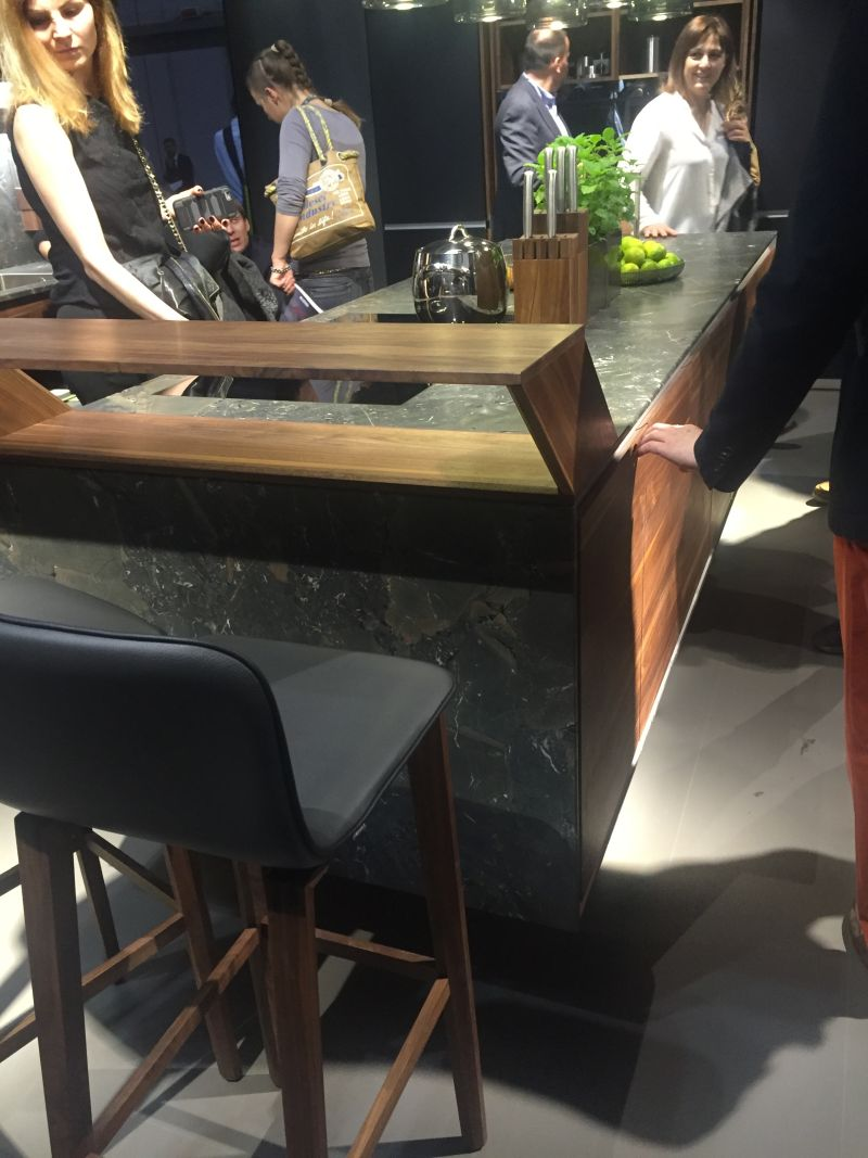 Choosing the perfect bar height table