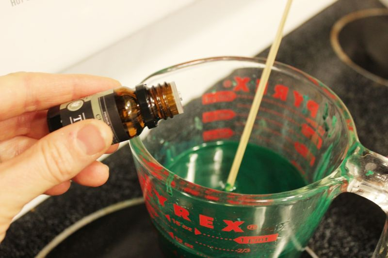 DIY条纹圣诞蜡烛 - 蜡加上蜡笔