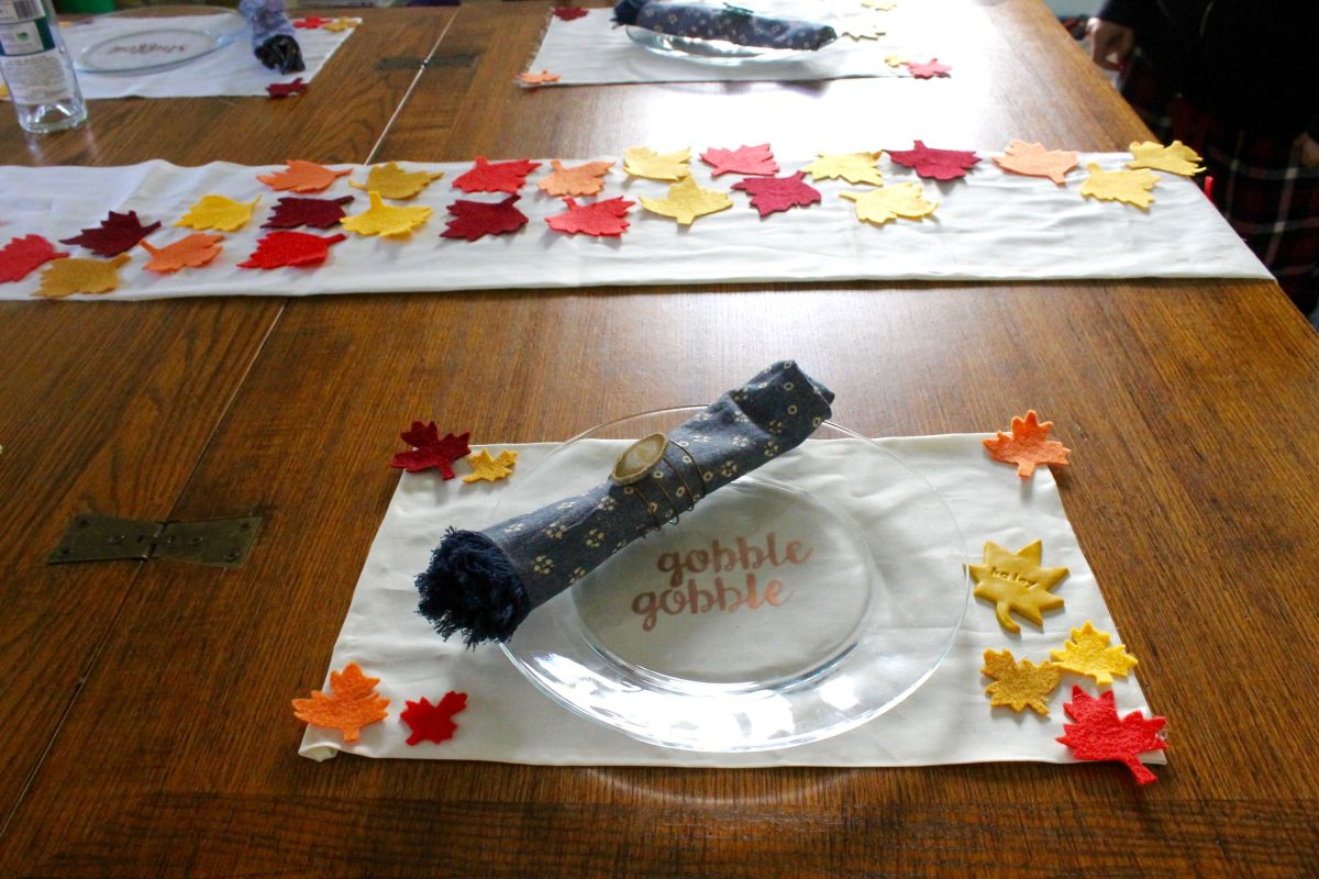 DIY Thanksgiving Table Runner And Placemats