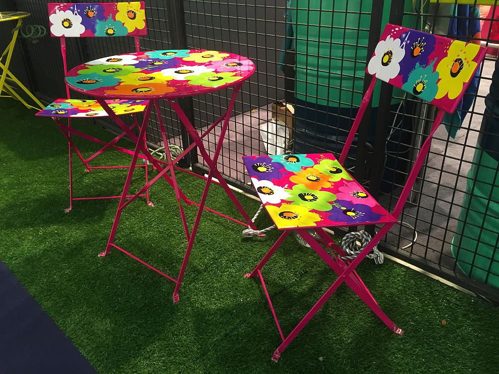 Decor for kids room - bold furniture